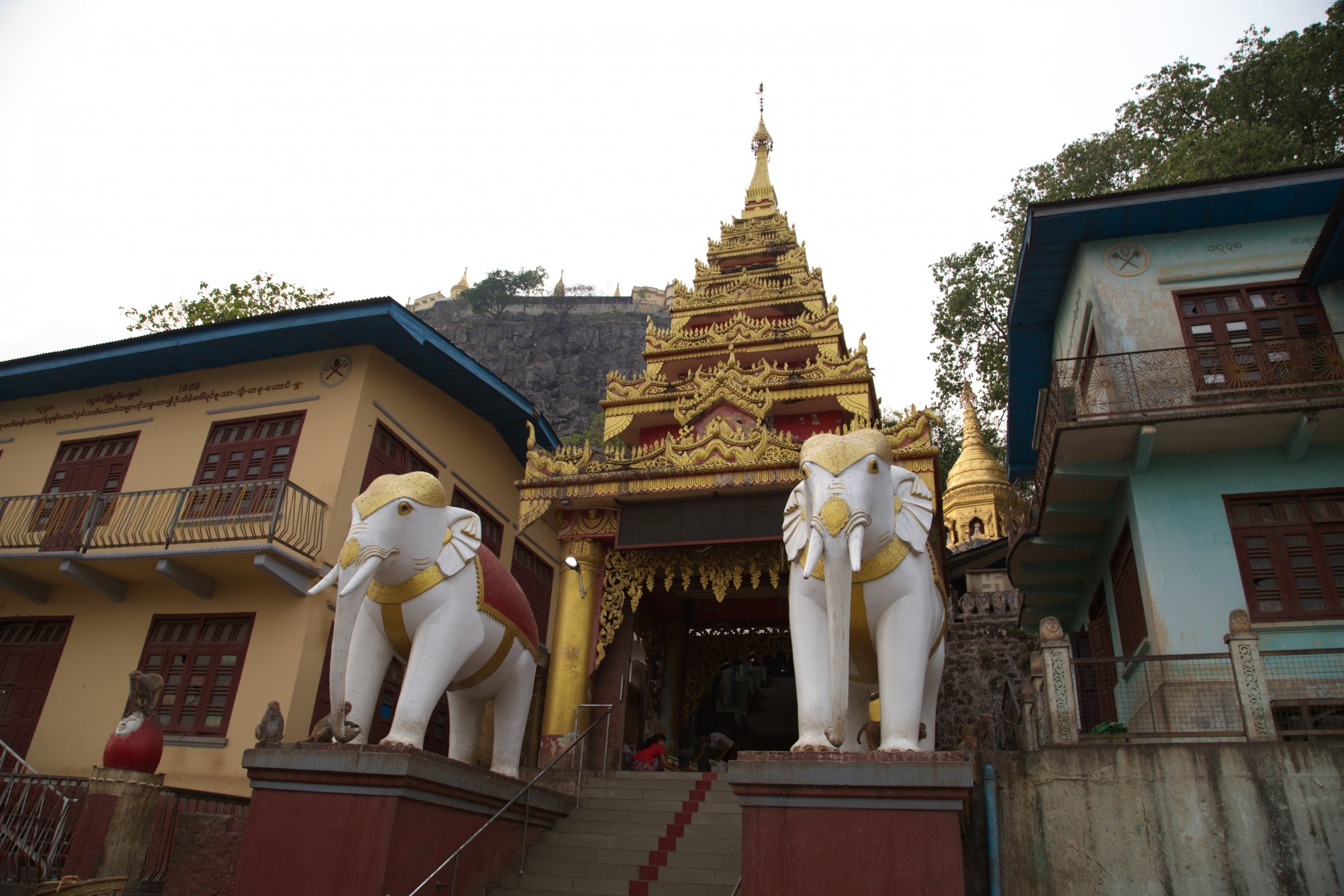Mount_Popa_01.jpg-commment