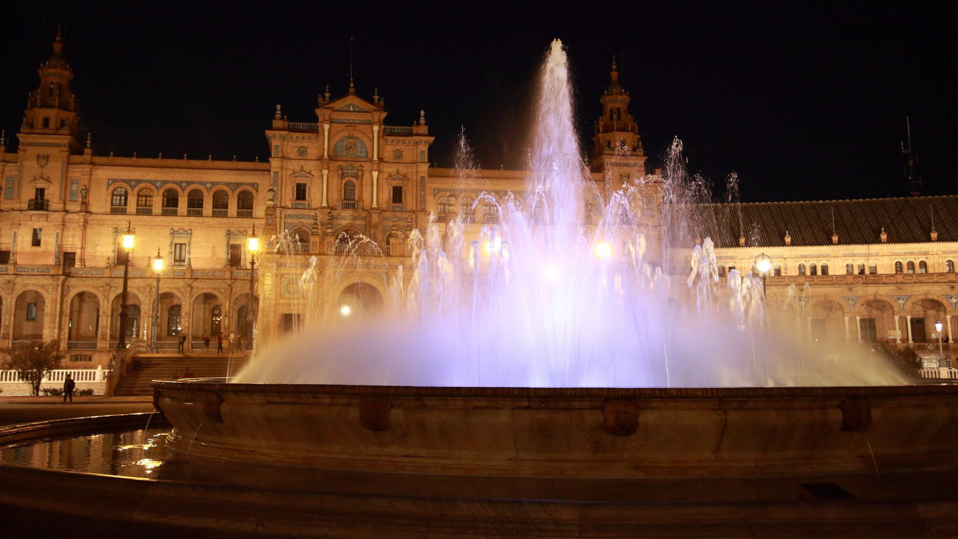 Seville-88.JPG-commment
